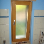 Badfenster aus Holz Lasur Transparent Ornamentglas Berlin